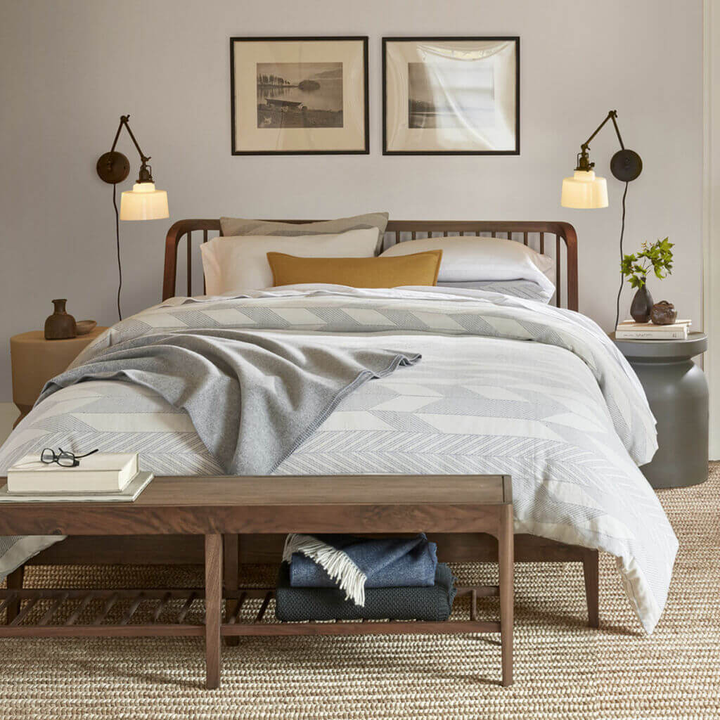 Spindle bed - Walnut