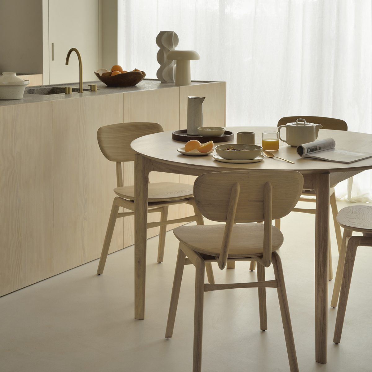 Oak Bok round extendable Dining table with Pebble Dinning chairs