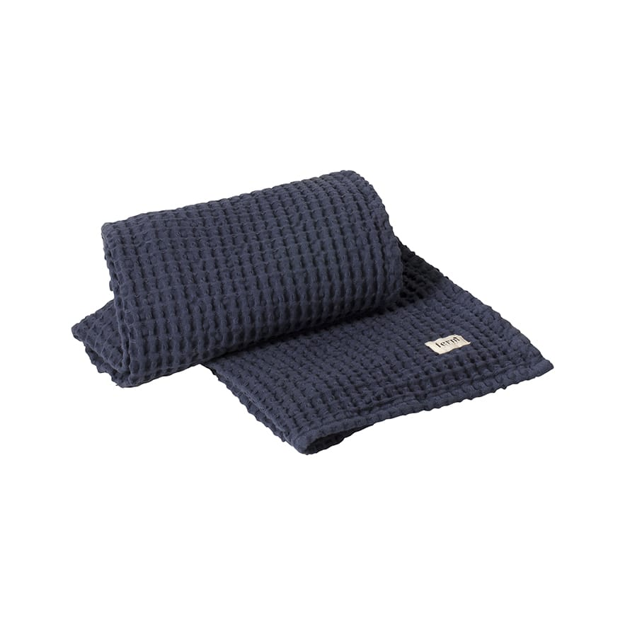 9204_ORGANIC_BATH_TOWEL_BLUE_CLOSEUP
